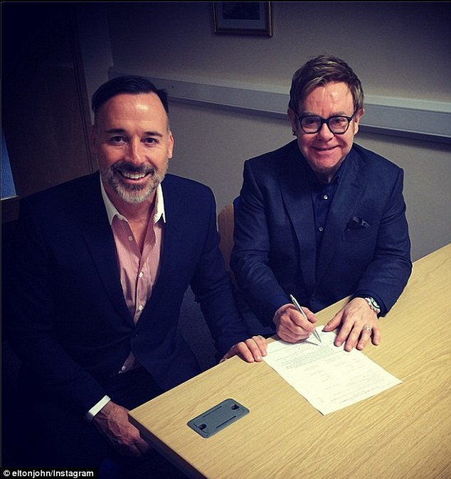 00_elton-john-a-david-furnish2_r6127.jpg