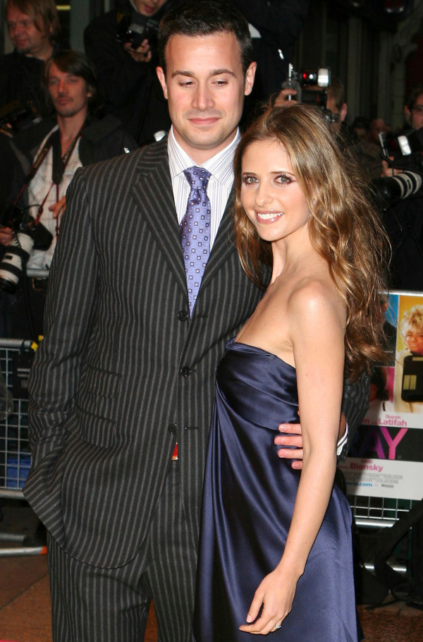 00_freddie-prinze-jr.-and-sarah-michelle_r6794.jpg