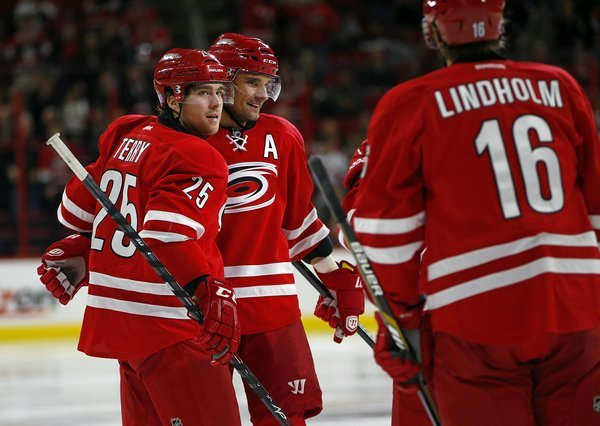 kings_hurricanes_hockey393515196834_r5129_res.jpg
