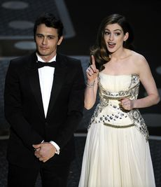 james_franco_Anne_Hathaway_res.jpg