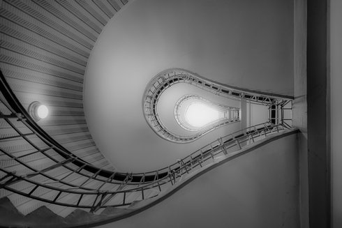 08_cubist-cafe-spiral-staircase-prague-c_r1738_res.jpg