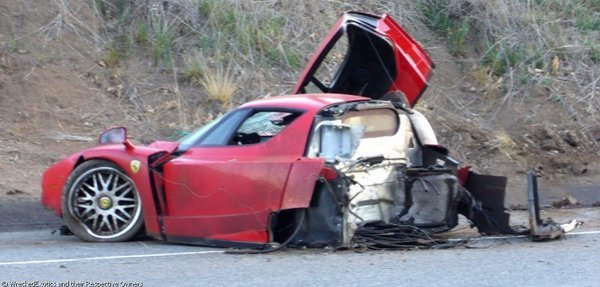 ferrari_enzo_crash_005_res.jpg