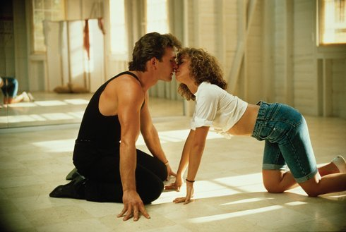 3_dirty-dancing-patrick-swayze-kissing-1_res.jpg