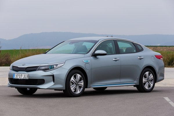 kia-optima-plug-in-hybrid---exterior-2_r8553_res.jpg