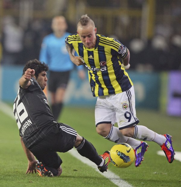 turkey_soccer_fenerbahce_besiktas-f42978_r9519_res.jpeg