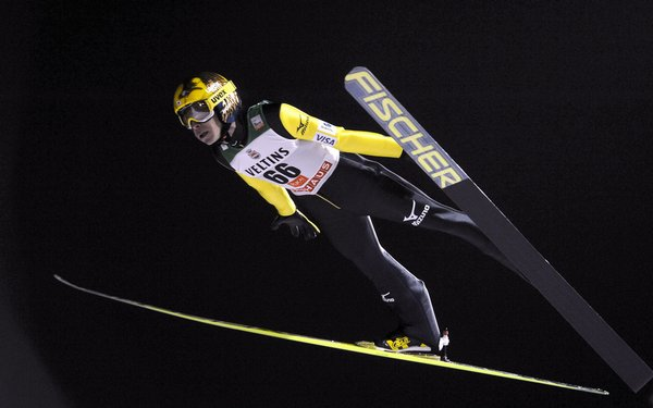finland_ski_jumping_world_cup43970720471_r866_res.jpg