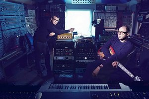 Zvukov� in�inieri The Chemical Brothers op� br�sia nervy